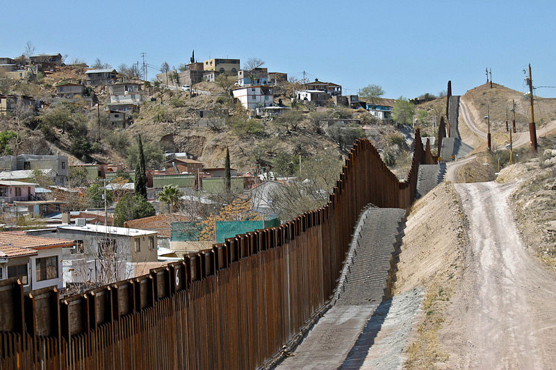 wall-nogales-mexico-nogales-arizona-