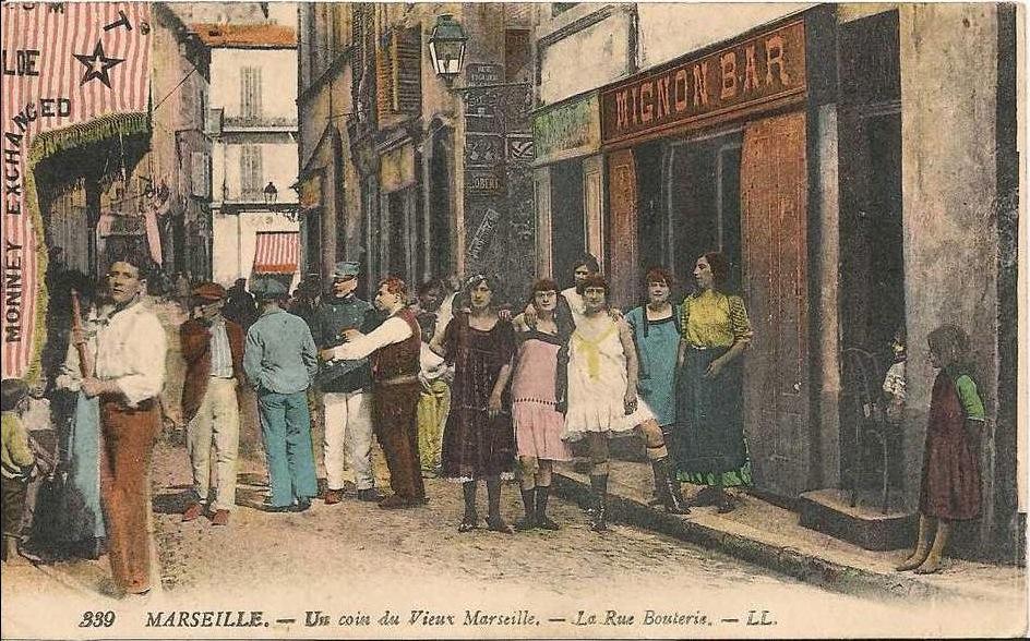 MARSEILLE_-un_coin_du_vieux_marseille_-la_rue_bouterie